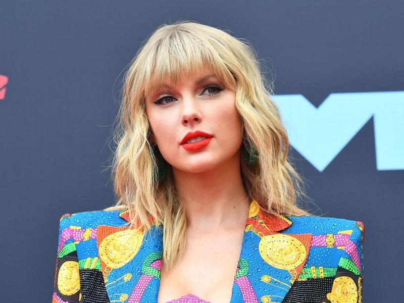 """Taylor Swift Pertahankan Rekor Kemenangan di """"AMA 2020"""""""