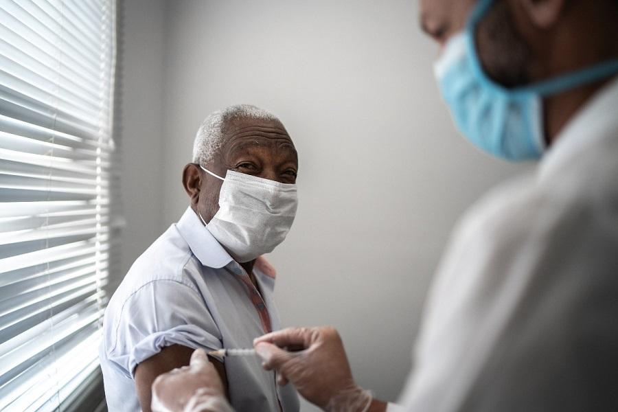 Suplai Vaksin Dibatasi, Lansia Jadi Prioritas Penerima Vaksinasi Covid-19