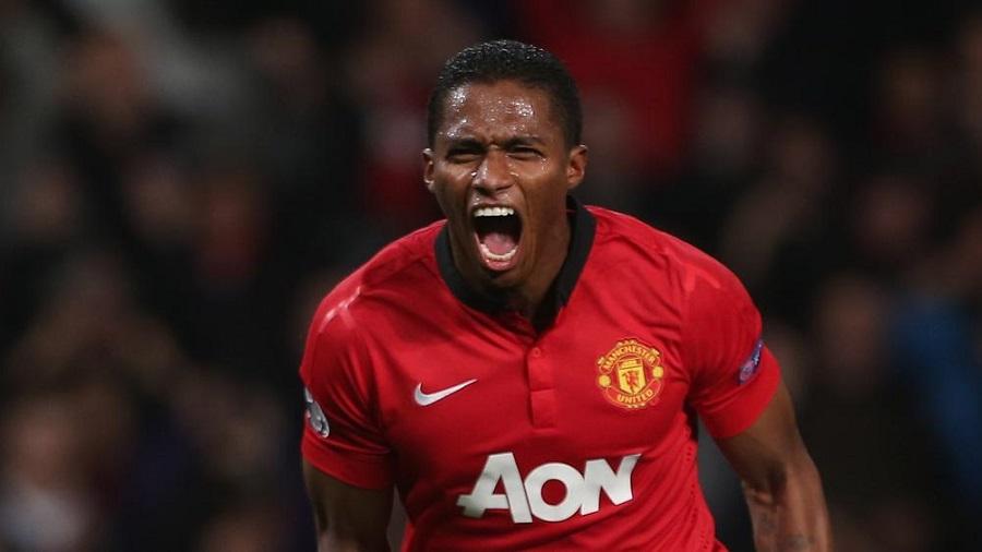 """Valencia, Mantan Bek Sayap """"Man Utd"""" Umumkan Pensiun"""